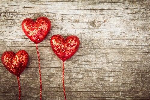 Sternbergs triangulære kærlighedsteori
