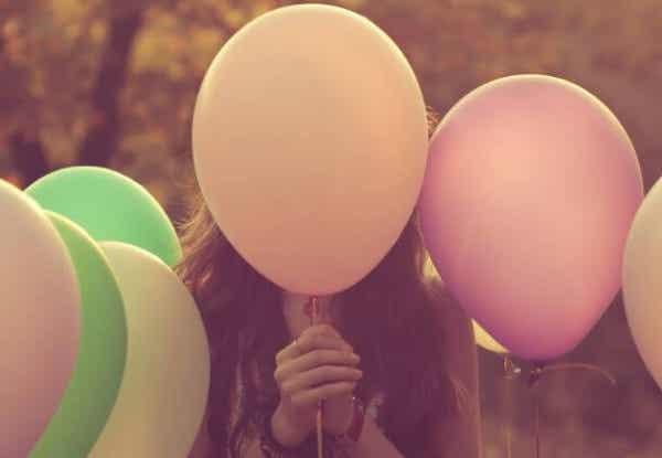 En ballon af følelser i en verden af nåle