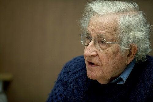 12 citater fra den anerkendte lingvist, Noam Chomsky