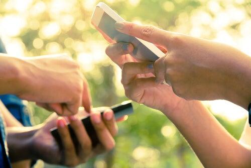Sexting og online grooming: Farerne ved den digitale tidsalder