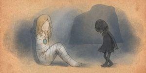 Lille pige står foran mumie, der ikke ved, hvordan man heler sig selv