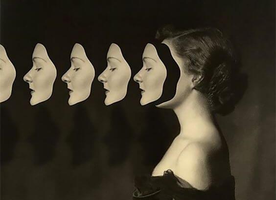 Kvinde med masker