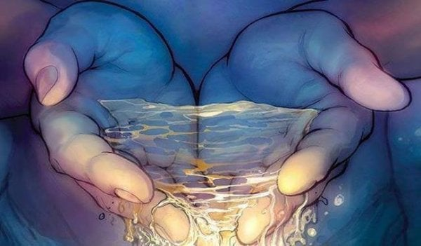 Et par hænder fyldt med vand
