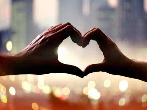 Kærlighed forbedrer mennesker mere end noget andet