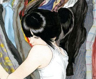 En ung kvinde klamrer sig til dystre farver