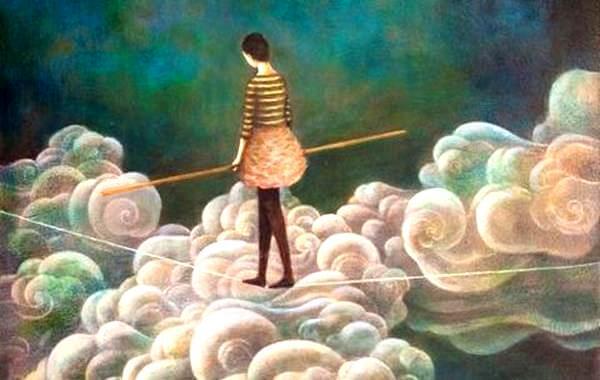 Kvinde går på line på skyer