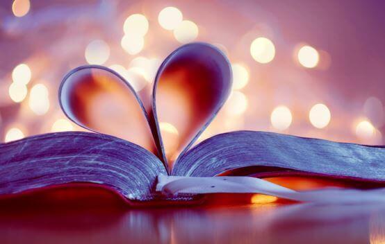Bog med siderne foldet som et hjerte
