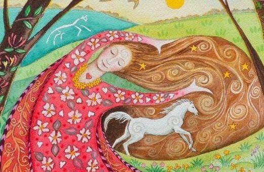 Kvinde med hest løbende på sit hår