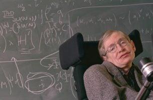 Stephen Hawking foran tavle