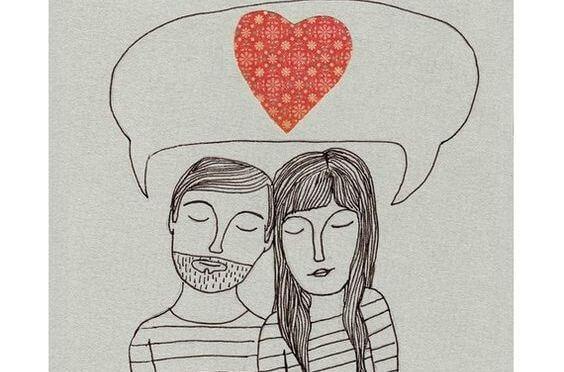 Par med hjerte i talebobel udviser ægte kærlighed