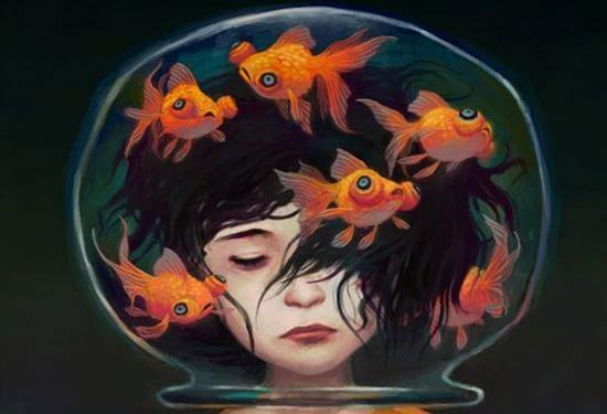 Hoved i akvarium med guldfisk symboliserer et rastløst sind