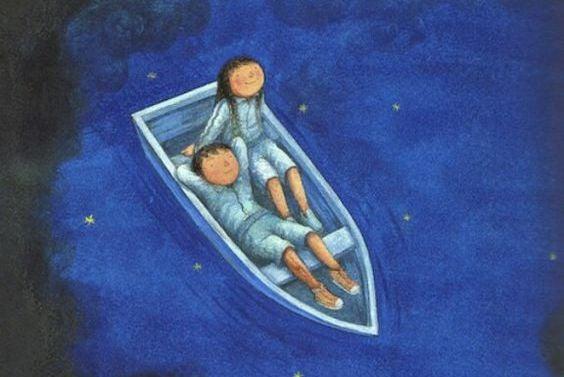 To mennesker i en båd der kigger på stjerner