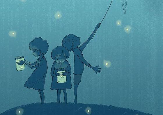 børn leger med lys i natten