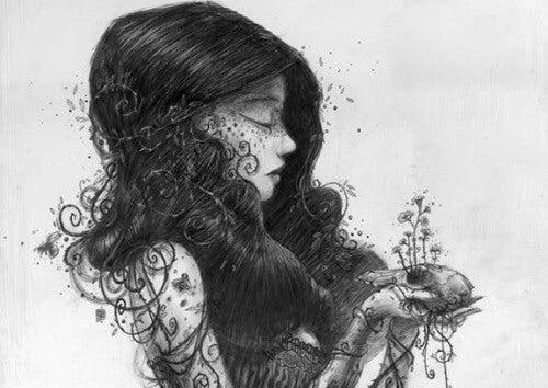 Kvinde holder plante i hænderne
