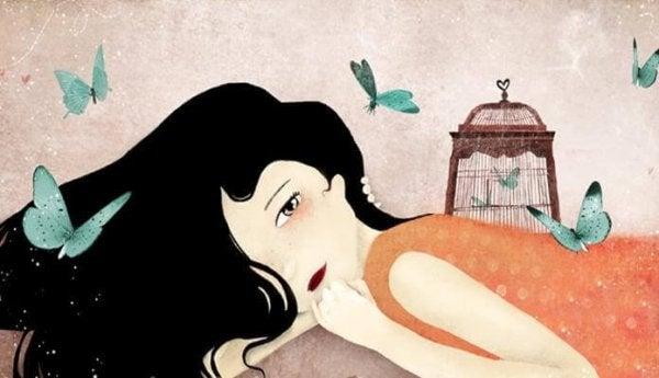 Kvinde med bur på ryggen og sommerfugle flyvende omkring