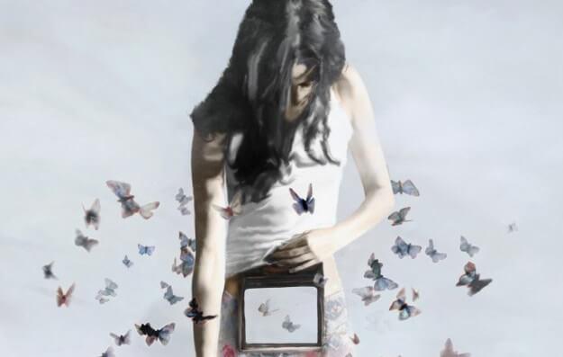 Kvinde omringet af sommerfugle og et hul i hendes liv. kom ud af dit skind.