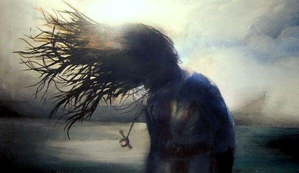 Kvinde med vind i håret. kom ud af dit skind.