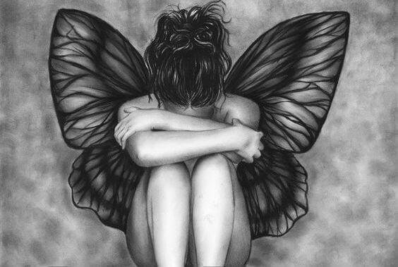 Kvinde med vinger som en sommerfugl