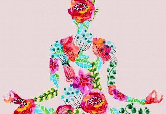 Kvinde lavet af blomster udøver meditation