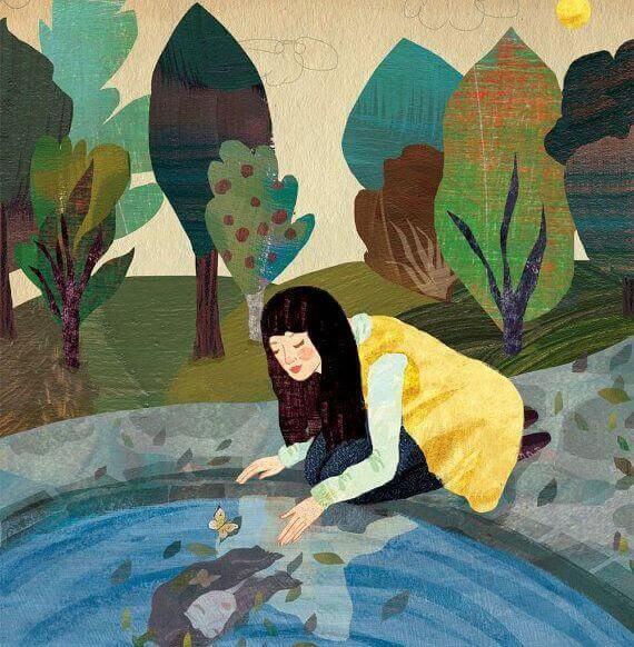 Kvinde ser sit spejlbillede i en sø