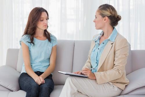 Kvinde er til psykolog