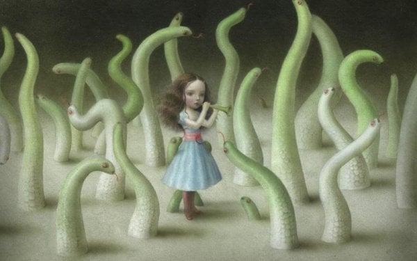 Pige spiller fløjte blandt slanger