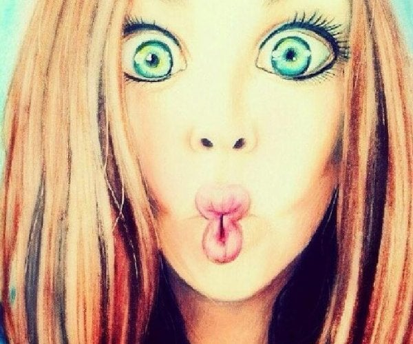 Pige laver sjovt ansigtsudtryk, for hun er ikke en prinsesse