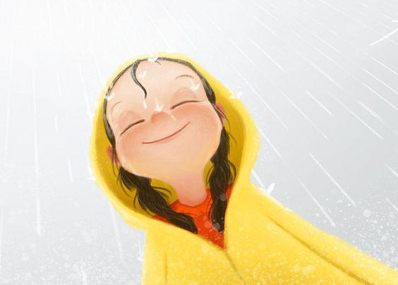 Pige smiler i regnvejr