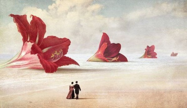 Par går på en strand med gigantiske blomster
