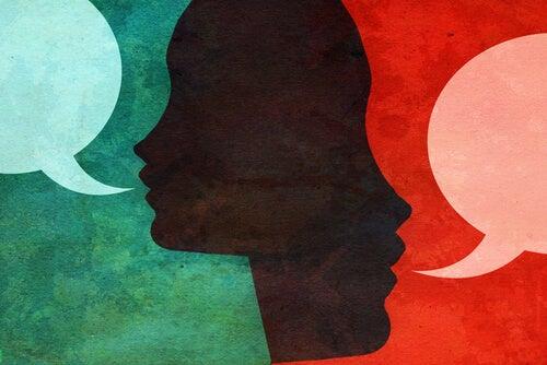 To personer og talebobler