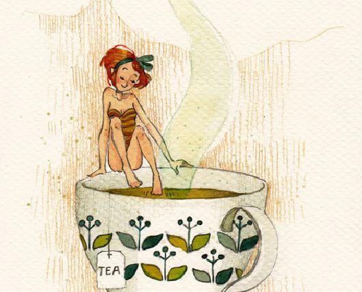 En kvinde, der dypper sine fødder i en kæmpe kop te for at føle ro