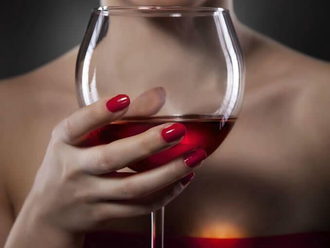 Vinglas med rødvin