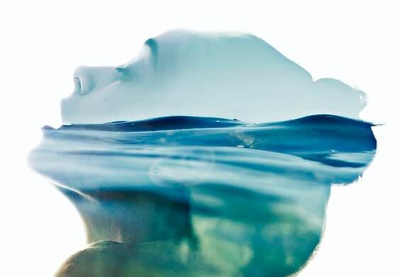 Ansigt og hav symboliserer, hvordan havet påvirker vores hjerne