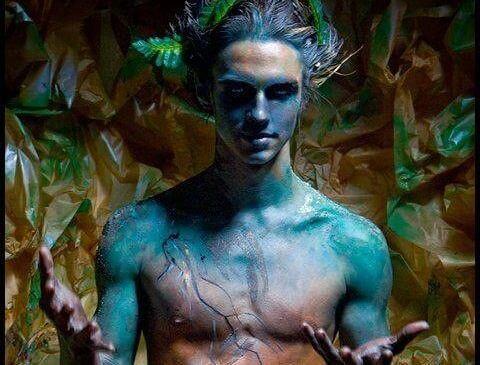 En blå og uhyggelig mand symboliserer mænd, vi aldrig burde date
