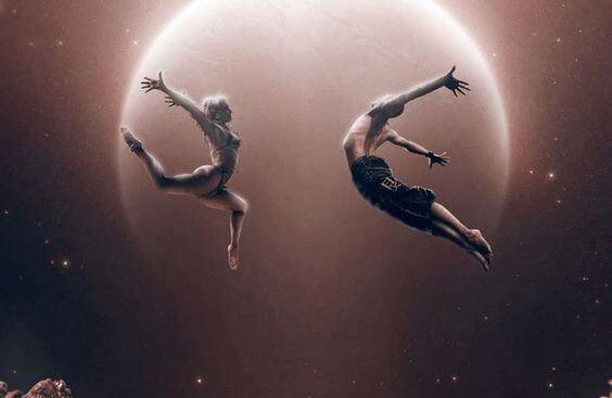 To letkklædte dansere, der kun vil have hud