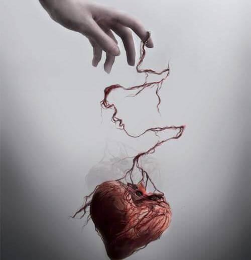 Person holder hjerte i tråd som symbol på følelsesmæssig mishandling
