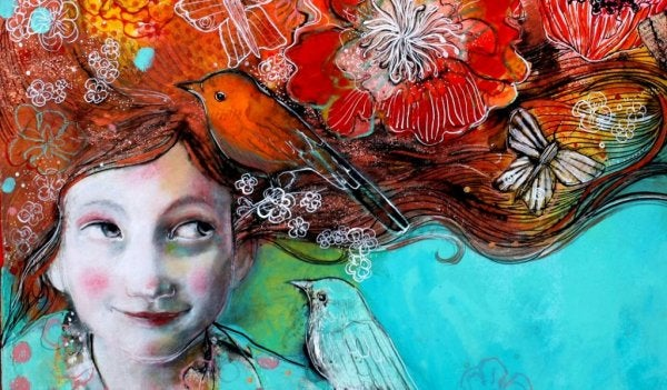 Glad pige med fugl på skulder og i håret