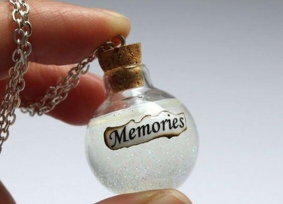 Lille glaskugle fyldt med minder