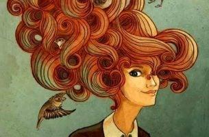 Kvinde med stort rødt hår
