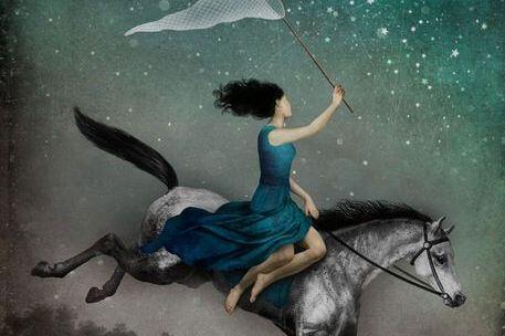 Pige på hest fanger stjerner med fiskenet