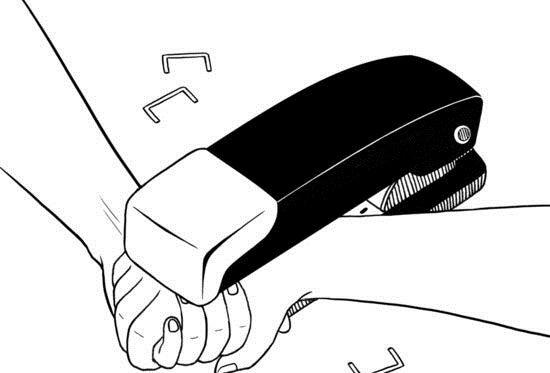 Par klipser deres hænder sammen