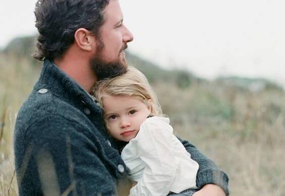 Far krammer datter