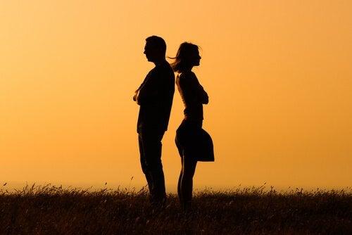 Par står med ryggen mod hinanden, da de ikke formåede at have gode diskussioner