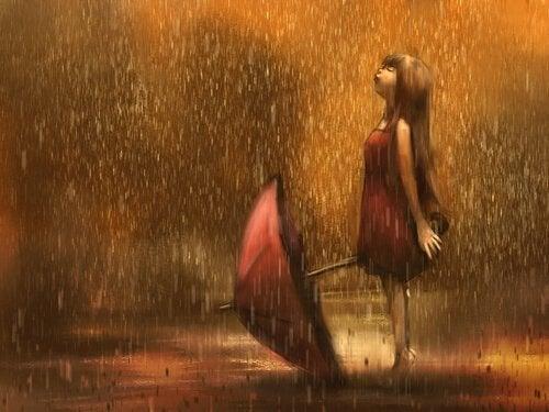 Pige nyder regnen