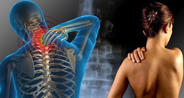 Kvinde har ondt i ryggen