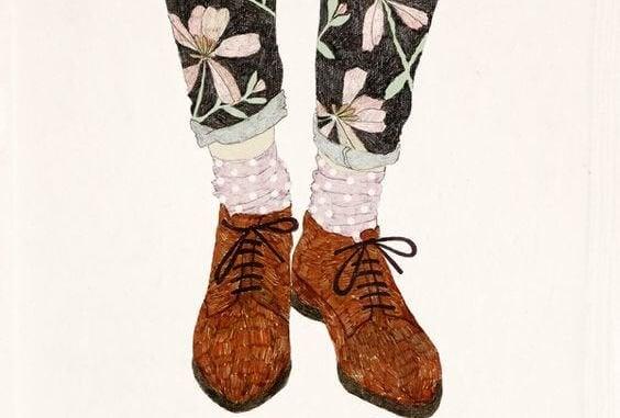 Sko og bukser med blomster