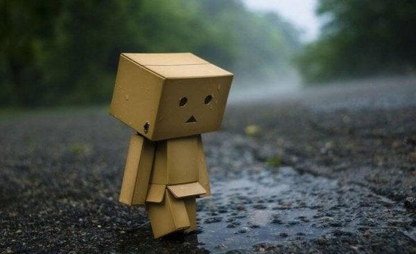 """Trist robot siger """"bare elsk mig"""""""