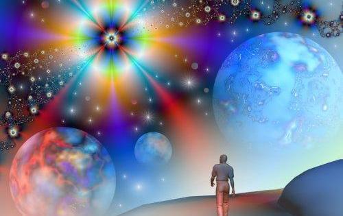 Mand pbserverer univers og ønsker at opnå større selvbevidsthed