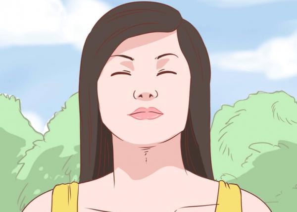 Kvinde med lukkede øjne fuld af frygt