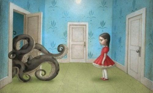 Pige ser på blæksprutte i klædeskab
